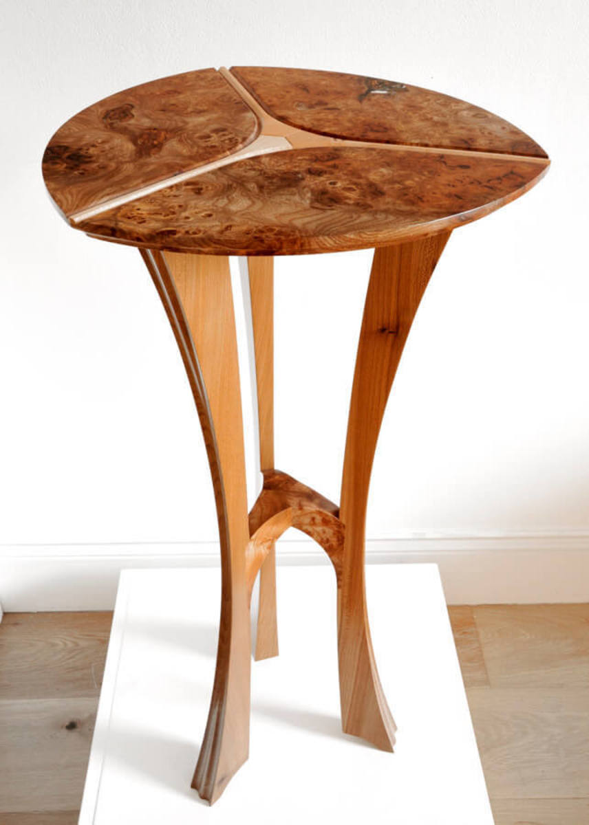 Tip-toe table